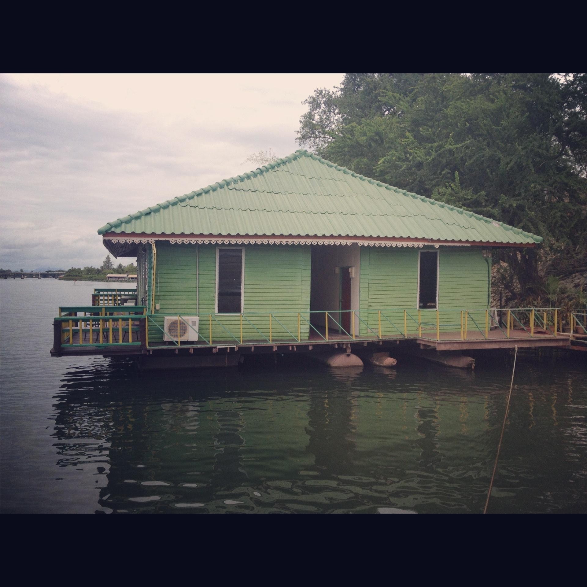 Mon hôtel, sur la rivière Kwaï